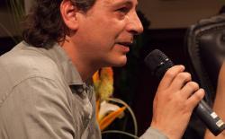Psychiatrist Jose Carlos Bouso presented the award to Fernanda de la Figuera